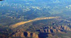 https://commons.wikimedia.org/wiki/File:Coral_Pink_Sand_Dunes,_Utah-Arizona_Border_West_of_Kanab,_Utah_(101366055).jpg